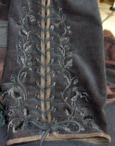4-embroidered-leg