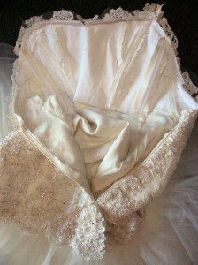 24-lace-attached-to-bodice-