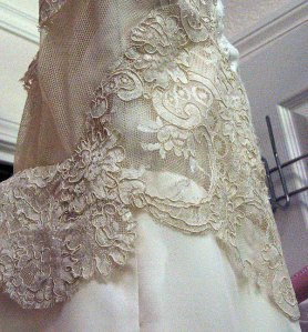 59-back-ruffle-right-side